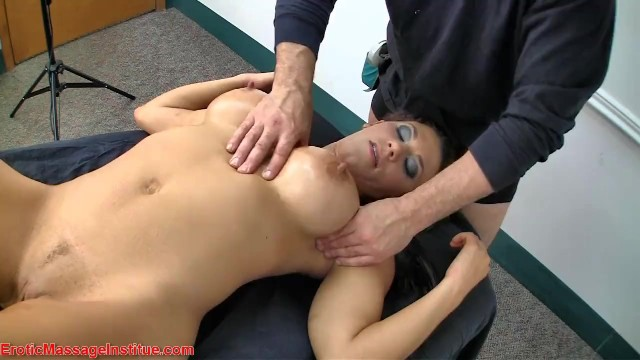 amatuer squirting threesome